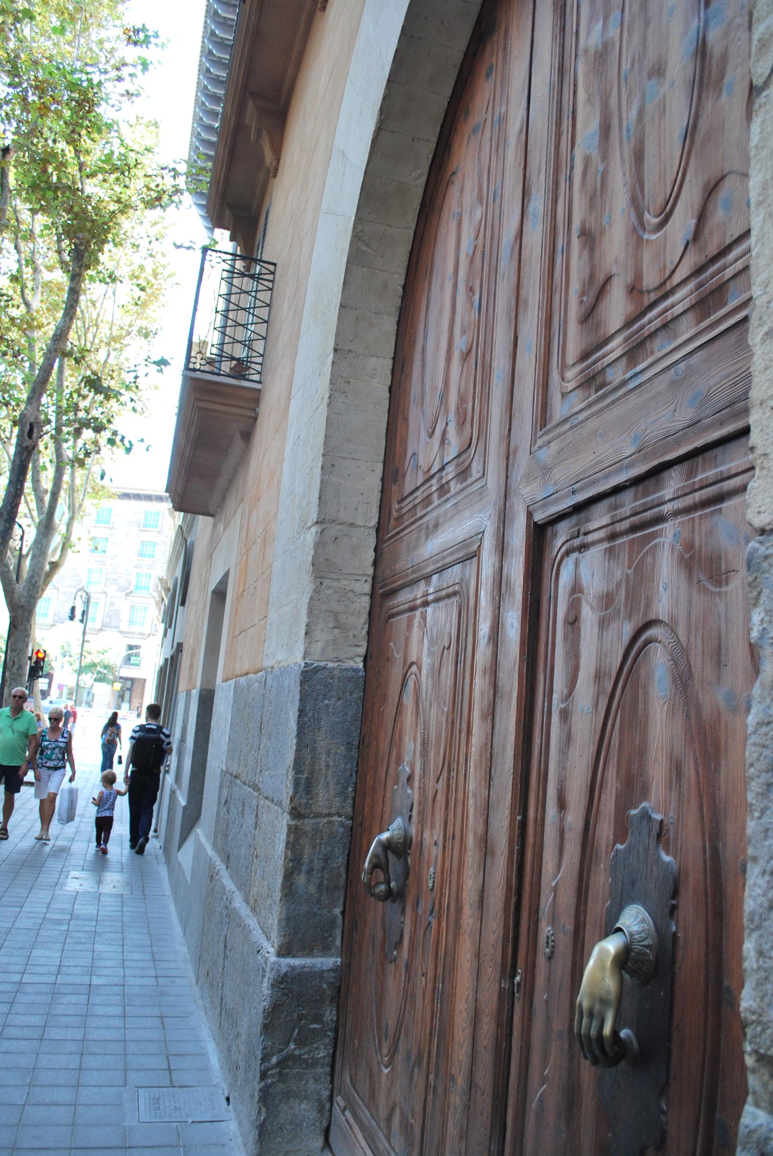 great-door-knocker-in-palma